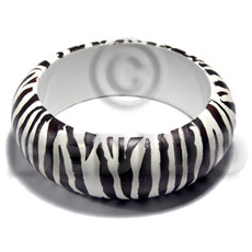 nat. white wood in white  high gloss coat  black animal print- zebra  / ht= 25mm / outer diameter =  65mm inner diameter  /  10mm thickness - Hand Painted Bangles