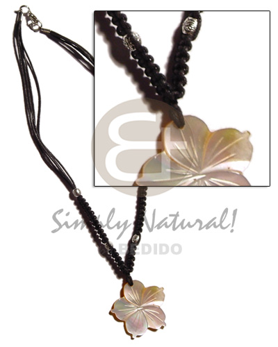 40mm grooved mop flower in Macrame Necklace