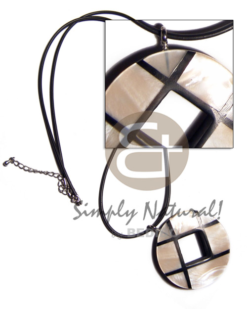50mm round checkered kabibe shell Necklace with Pendant