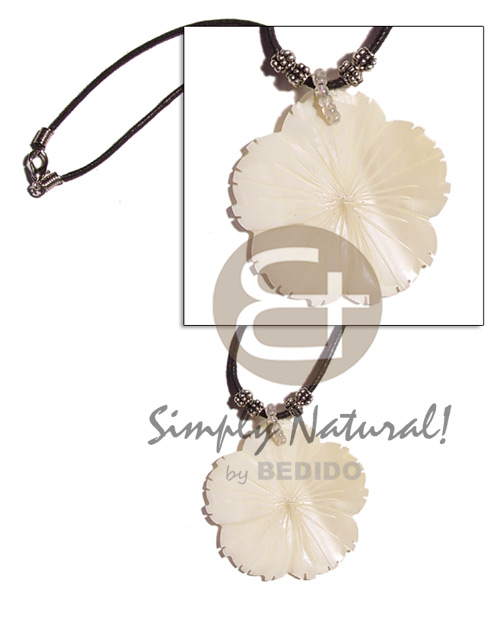 40mm flower kabibe shell on Necklace with Pendant