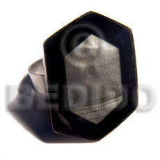 big accent haute hippie  30mmx22mm / adjustable metal ring/  laminated blacklip shell  black resin edges - Rings