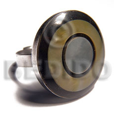 big accent haute hippie round 25mm / adjustable metal ring/  laminated MOP/hammershell combination in black resin - Rings