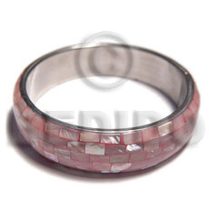 pink kabibe shell blocking in 1/2in. metal casing / inner diameter 65mm - Shell Bangles