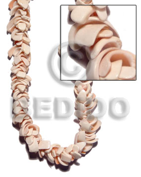 Overlapping curly pink luhuanus Shell Beads