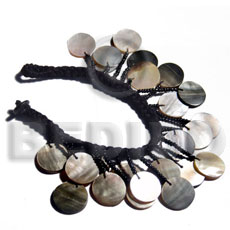 Dangling 18mm round blacklip in Shell Bracelets