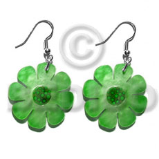 Dangling 30mm flower hammershell in Shell Earrings