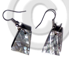 Dangling 18mmx14mm pyramid laminated green Shell Earrings