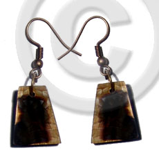 Dangling 18mmx14mm pyramid laminated brownlip Shell Earrings