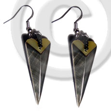 Dangling 38mmx15mm laminated pointed Shell Earrings