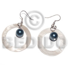 Dangling round kabibe shell Shell Earrings