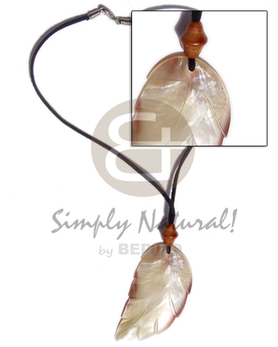 Leather thong leaf shell Shell Necklace