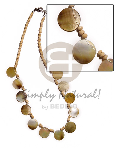 2-3mm coco pokalet. natural white Shell Necklace