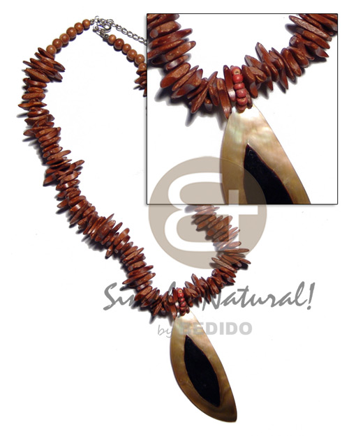 Reddish brown coco chips Shell Necklace
