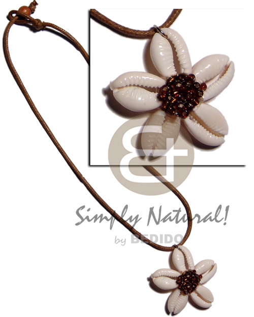 hand made Cowrie sigay shell flower Shell Necklace