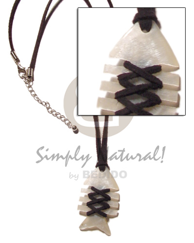 Fishbone hammershell black leather Shell Necklace
