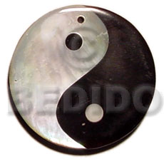 Yin yang blacktab and hammershell Shell Pendant